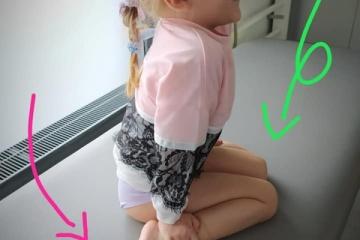 Co powoduje, że dzieci wybierają taka pozycję do siedzenia?